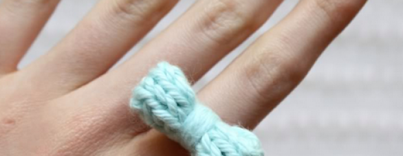 Knit bow ring pattern | One Sheepish Girl